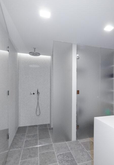 Yksityisasunnon kylpyhuoneremontti Helsingissä